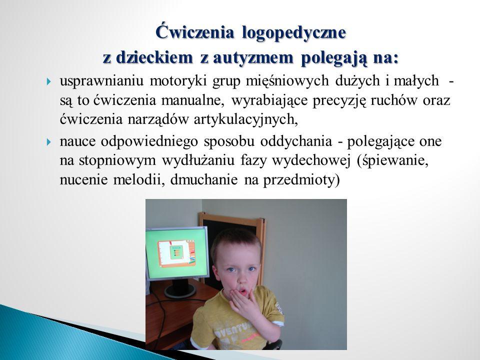 Ćwiczenia logopedyczne z dzieckiem z autyzmem polegają na: