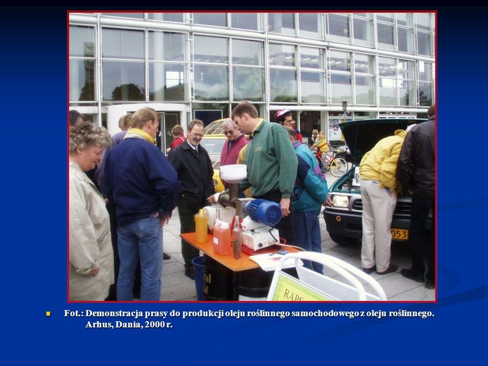 Fot.: Demonstracja prasy do produkcji oleju roślinnego samochodowego z oleju roślinnego.