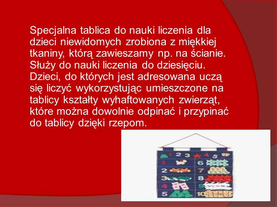 Specjalna tablica do nauki liczenia dla dzieci niewidomych zrobiona z miękkiej tkaniny, którą zawieszamy np.