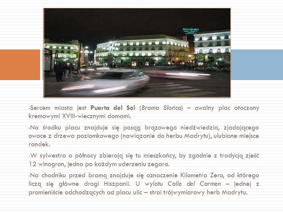 Sercem miasta jest Puerta del Sol (Brama Słońca) – owalny plac otoczony kremowymi XVIII-wiecznymi domami.
