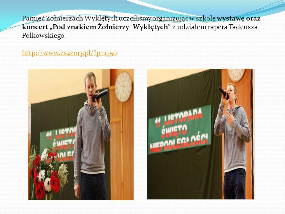 """Pamięć Żołnierzach Wyklętych uczciliśmy organizując w szkole wystawę oraz koncert """"Pod znakiem Żołnierzy Wyklętych z udziałem rapera Tadeusza Polkowskiego."""