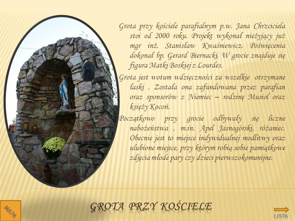 Grota przy kościele parafialnym p. w