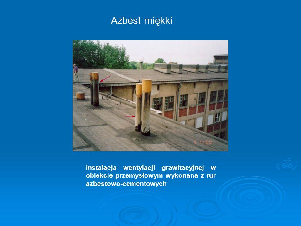 Azbest miękki instalacja wentylacji grawitacyjnej w obiekcie przemysłowym wykonana z rur azbestowo-cementowych.