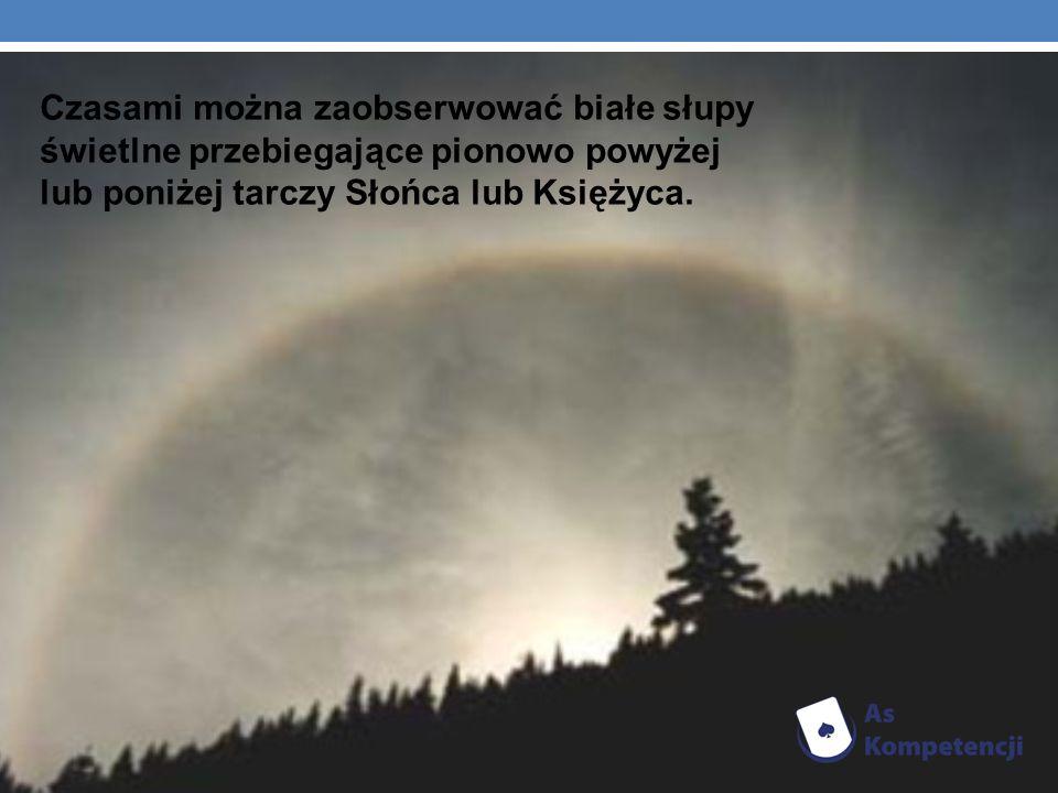 Czasami można zaobserwować białe słupy świetlne przebiegające pionowo powyżej lub poniżej tarczy Słońca lub Księżyca.