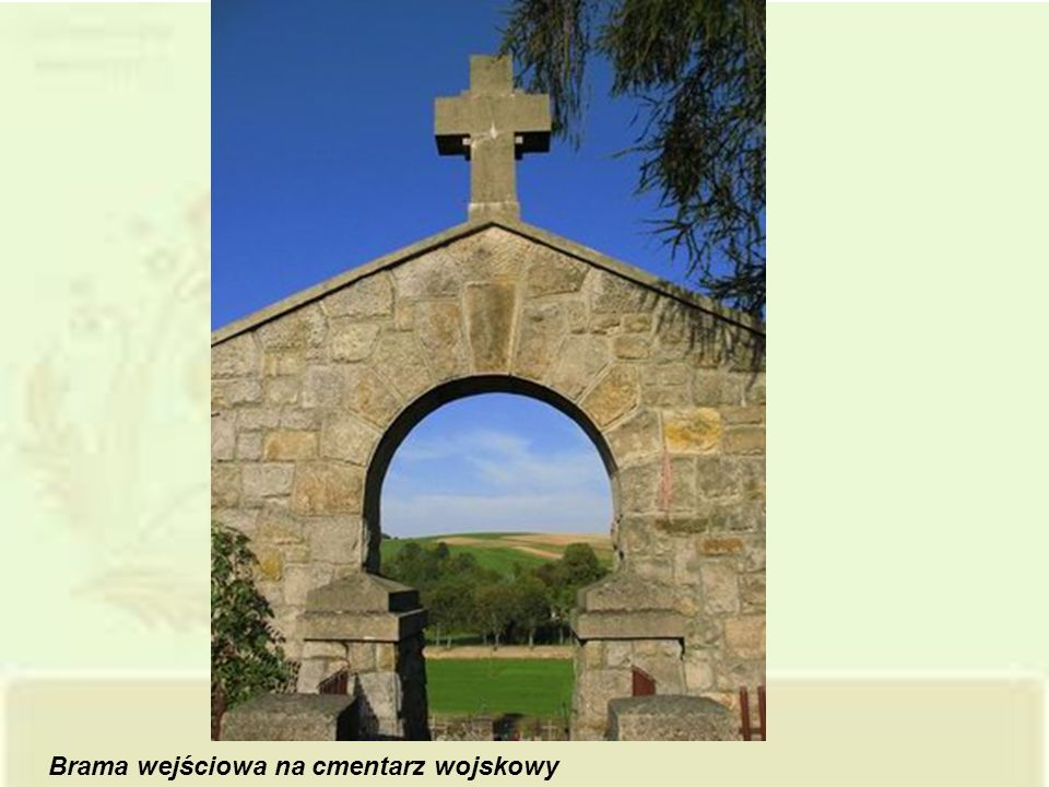 Brama wejściowa na cmentarz wojskowy