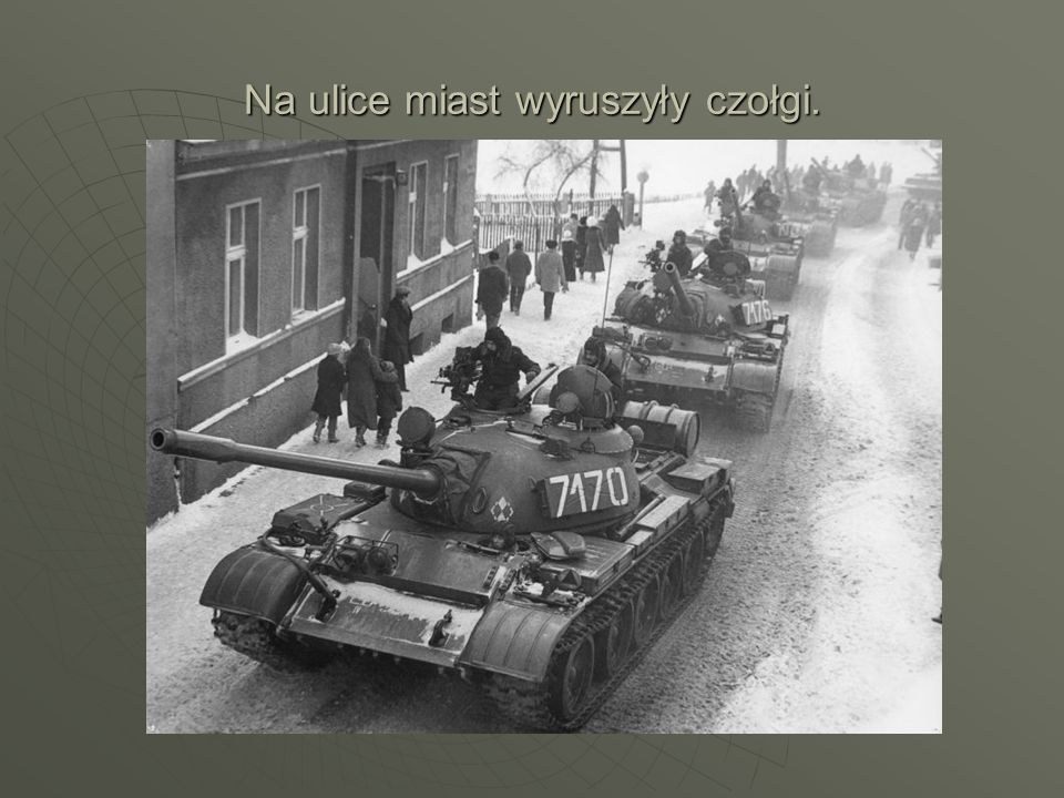 Na ulice miast wyruszyły czołgi.