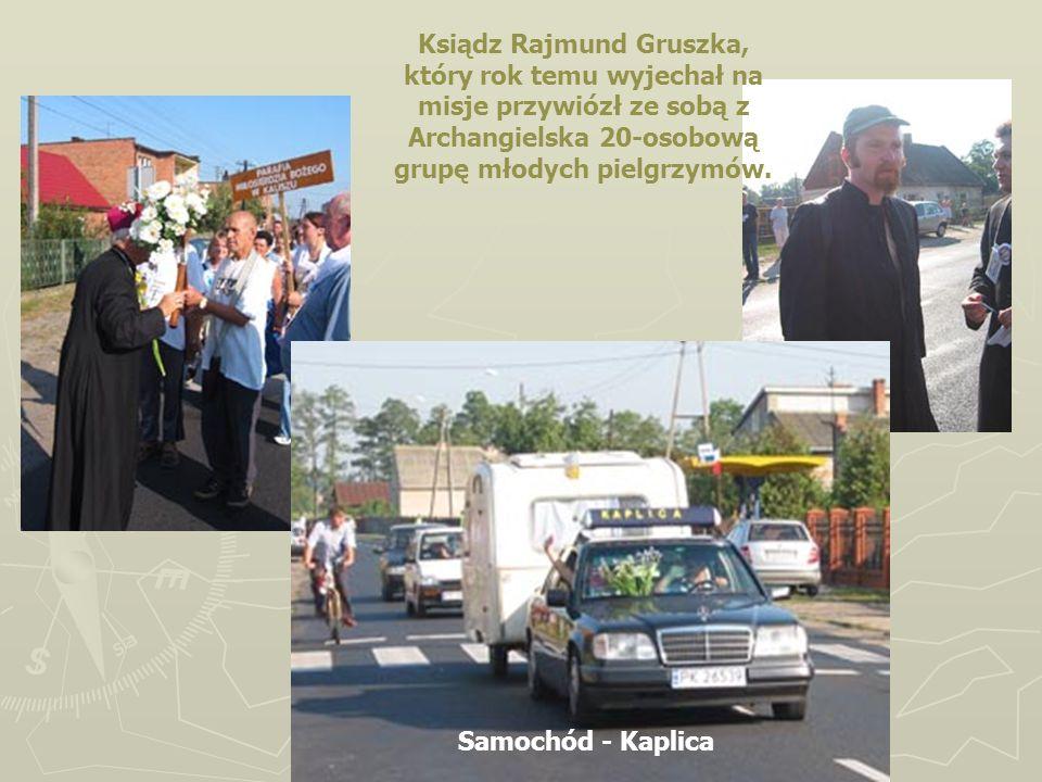 Ksiądz Rajmund Gruszka, który rok temu wyjechał na misje przywiózł ze sobą z Archangielska 20-osobową grupę młodych pielgrzymów.