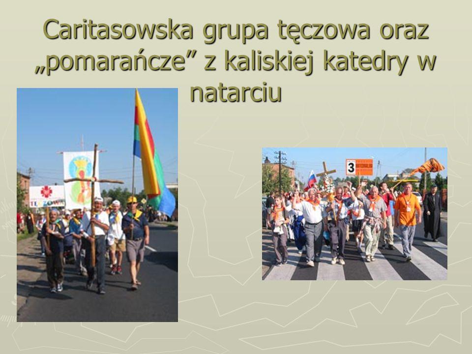 """Caritasowska grupa tęczowa oraz """"pomarańcze z kaliskiej katedry w natarciu"""