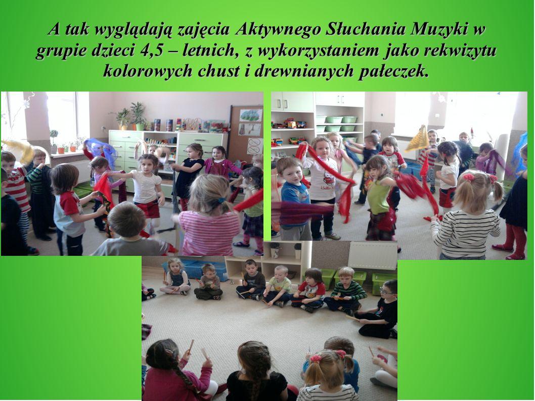 A tak wyglądają zajęcia Aktywnego Słuchania Muzyki w grupie dzieci 4,5 – letnich, z wykorzystaniem jako rekwizytu kolorowych chust i drewnianych pałeczek.