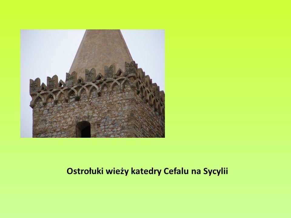 Ostrołuki wieży katedry Cefalu na Sycylii