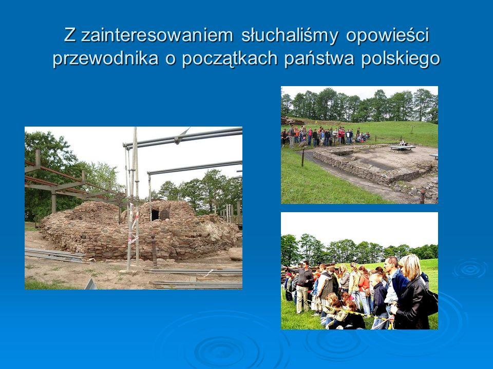 Z zainteresowaniem słuchaliśmy opowieści przewodnika o początkach państwa polskiego
