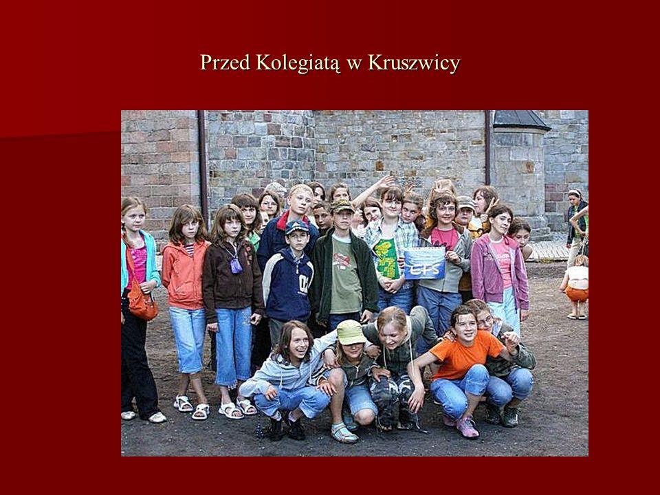 Przed Kolegiatą w Kruszwicy