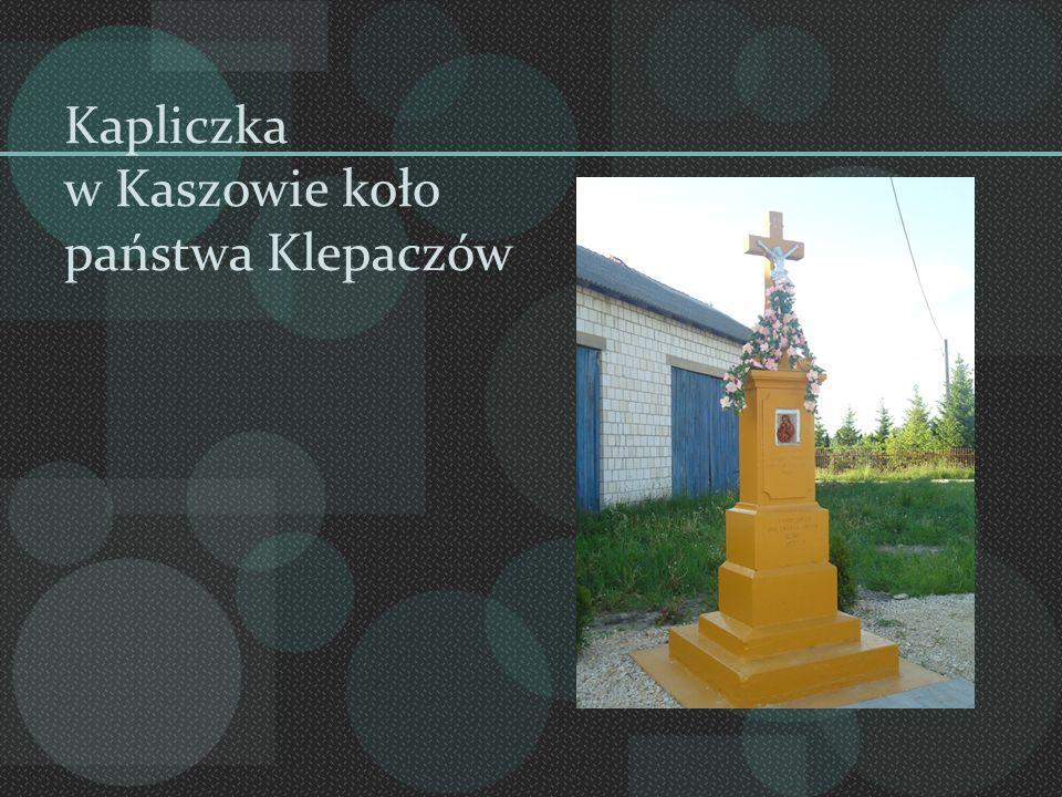 Kapliczka w Kaszowie koło państwa Klepaczów