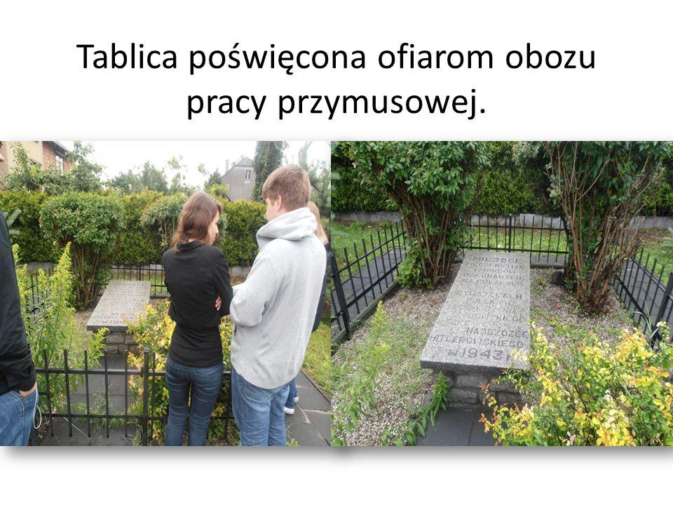 Tablica poświęcona ofiarom obozu pracy przymusowej.