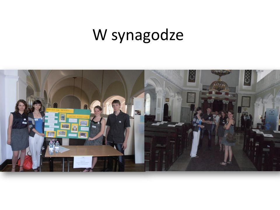 W synagodze