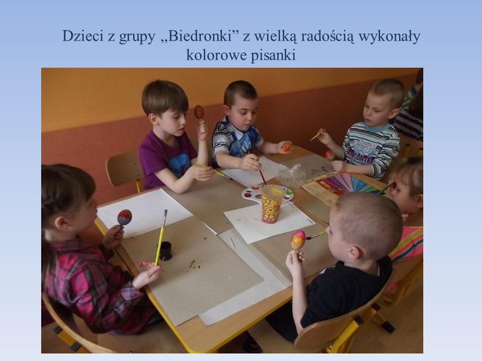 """Dzieci z grupy """"Biedronki z wielką radością wykonały kolorowe pisanki"""