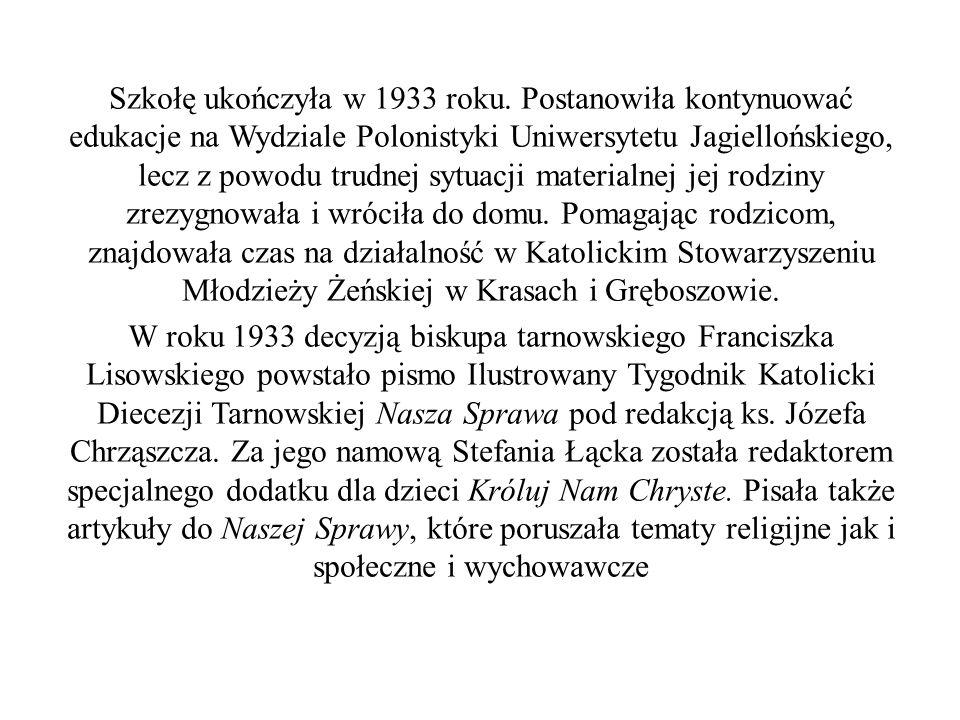Szkołę ukończyła w 1933 roku