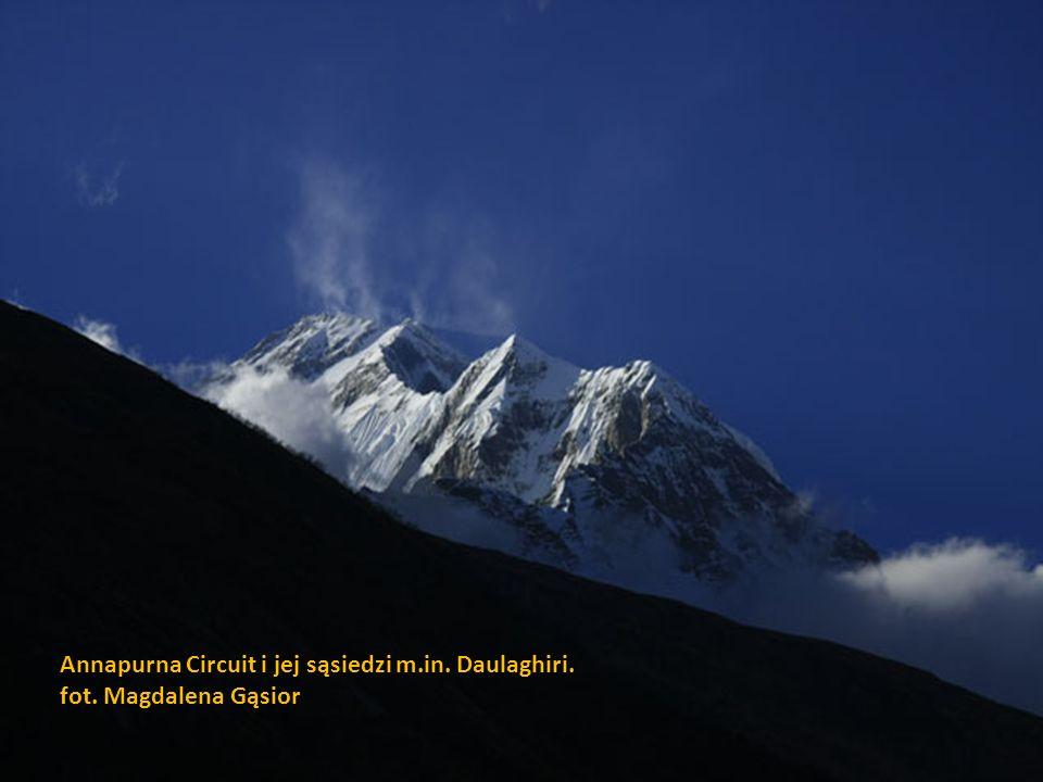 Annapurna Circuit i jej sąsiedzi m. in. Daulaghiri. fot