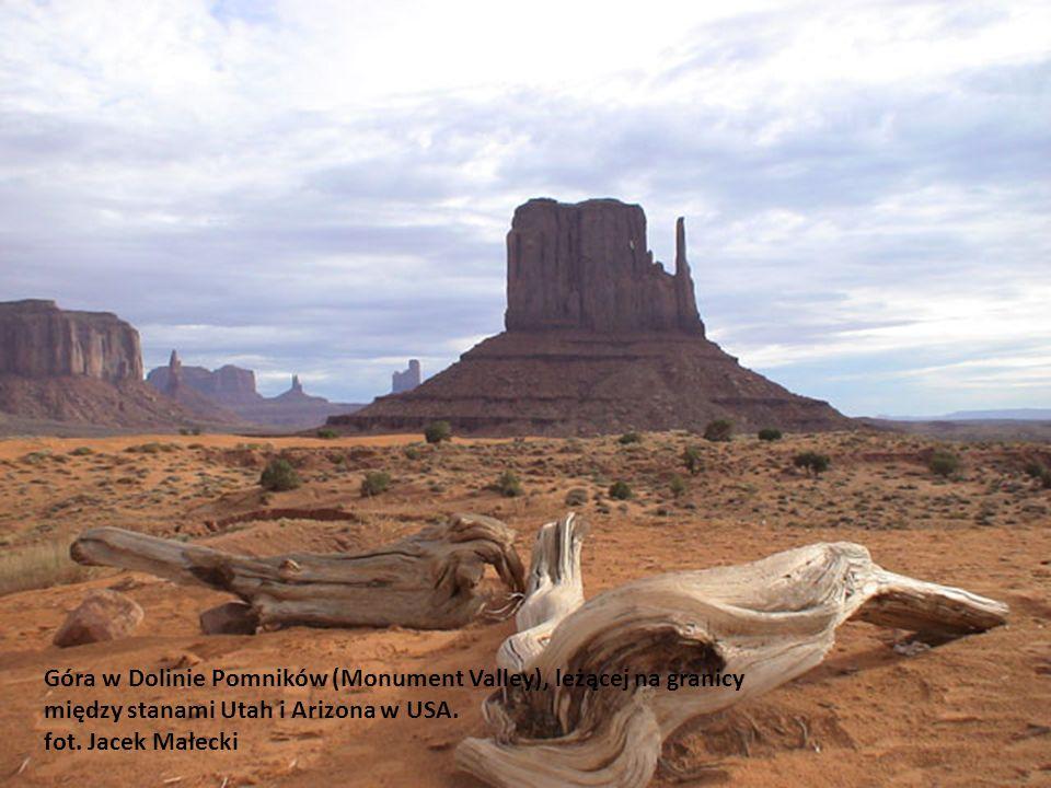 Góra w Dolinie Pomników (Monument Valley), leżącej na granicy między stanami Utah i Arizona w USA.
