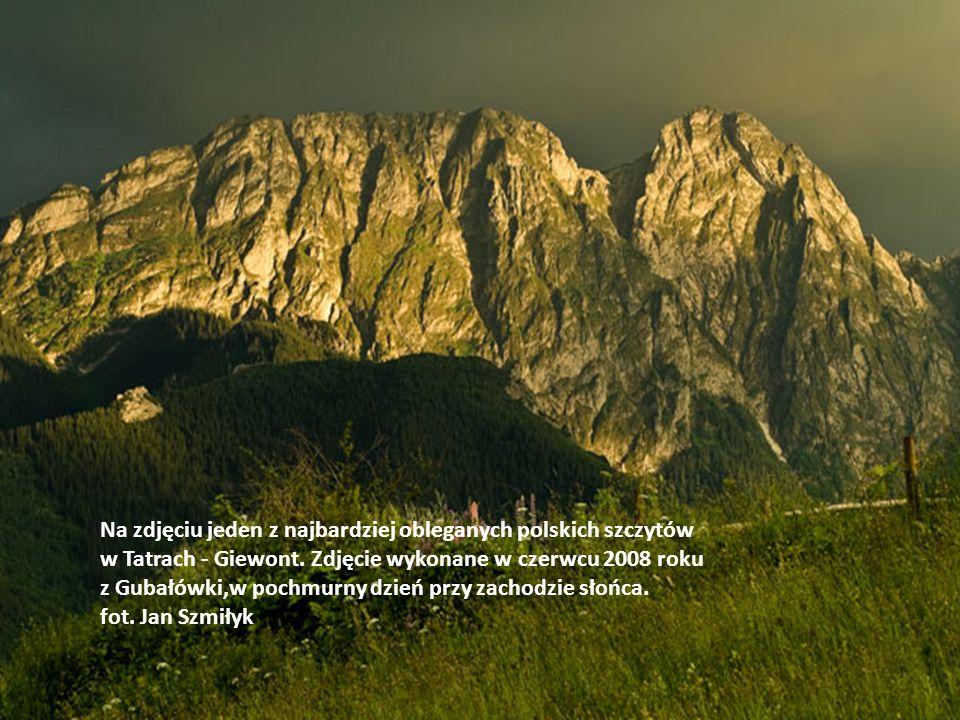 Na zdjęciu jeden z najbardziej obleganych polskich szczytów w Tatrach - Giewont.