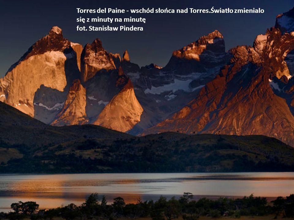 Torres del Paine - wschód słońca nad Torres
