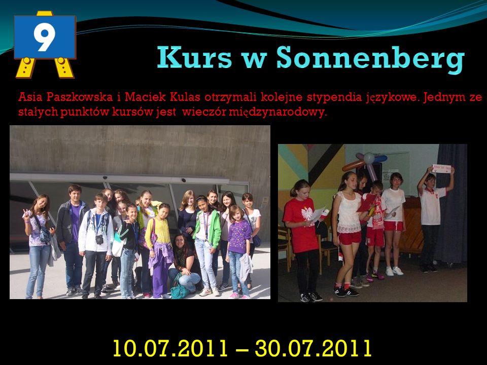 Kurs w Sonnenberg Asia Paszkowska i Maciek Kulas otrzymali kolejne stypendia językowe. Jednym ze stałych punktów kursów jest wieczór międzynarodowy.