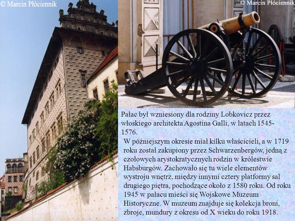 Pałac był wzniesiony dla rodziny Lobkovicz przez włoskiego architekta Agostina Galli, w latach 1545-1576.