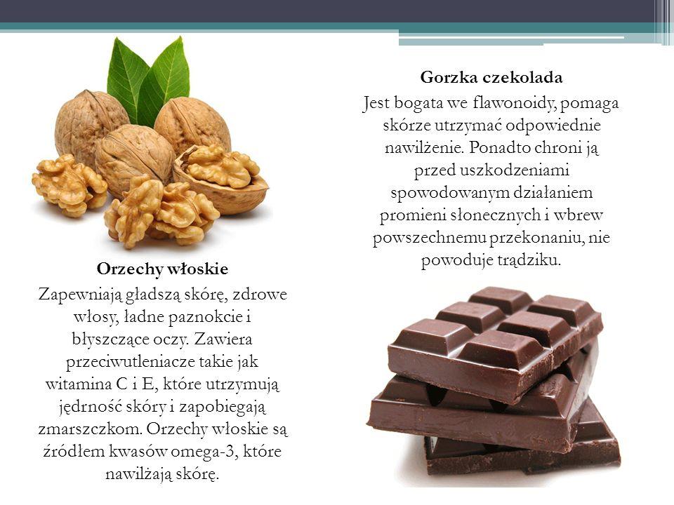 Gorzka czekolada Jest bogata we flawonoidy, pomaga skórze utrzymać odpowiednie nawilżenie. Ponadto chroni ją przed uszkodzeniami spowodowanym działaniem promieni słonecznych i wbrew powszechnemu przekonaniu, nie powoduje trądziku.
