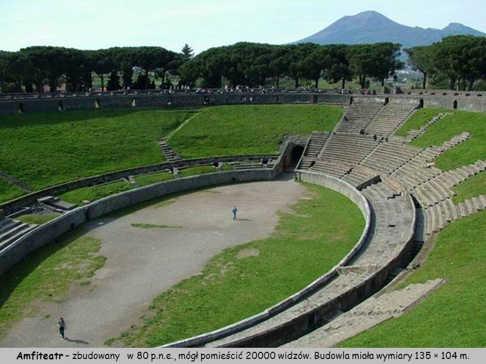 Amfiteatr – zbudowany w 80 p. n. e. , mógł pomieścić 20000 widzów
