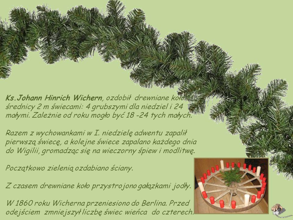 Ks.Johann Hinrich Wichern, ozdobił drewniane koło o średnicy 2 m świecami: 4 grubszymi dla niedziel i 24 małymi. Zależnie od roku mogło być 18 -24 tych małych.