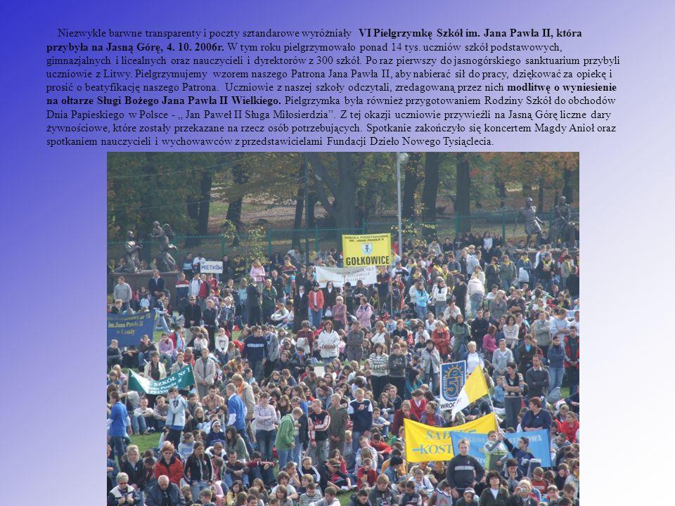 Niezwykle barwne transparenty i poczty sztandarowe wyróżniały VI Pielgrzymkę Szkół im.