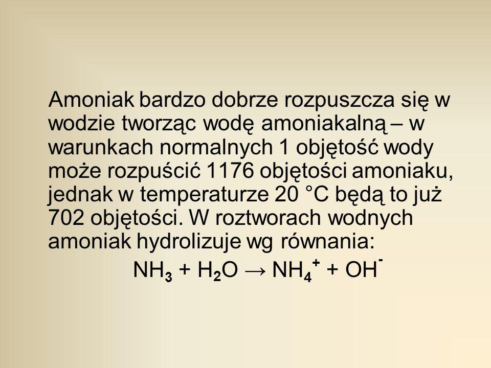 Amoniak bardzo dobrze rozpuszcza się w wodzie tworząc wodę amoniakalną – w warunkach normalnych 1 objętość wody może rozpuścić 1176 objętości amoniaku, jednak w temperaturze 20 °C będą to już 702 objętości. W roztworach wodnych amoniak hydrolizuje wg równania: