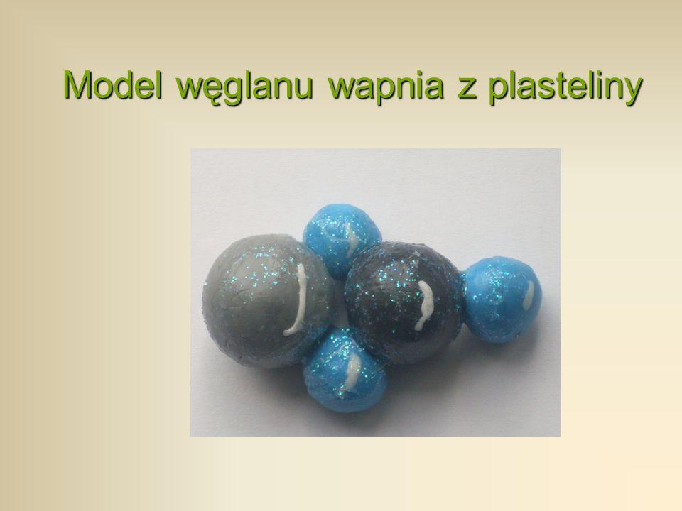 Model węglanu wapnia z plasteliny
