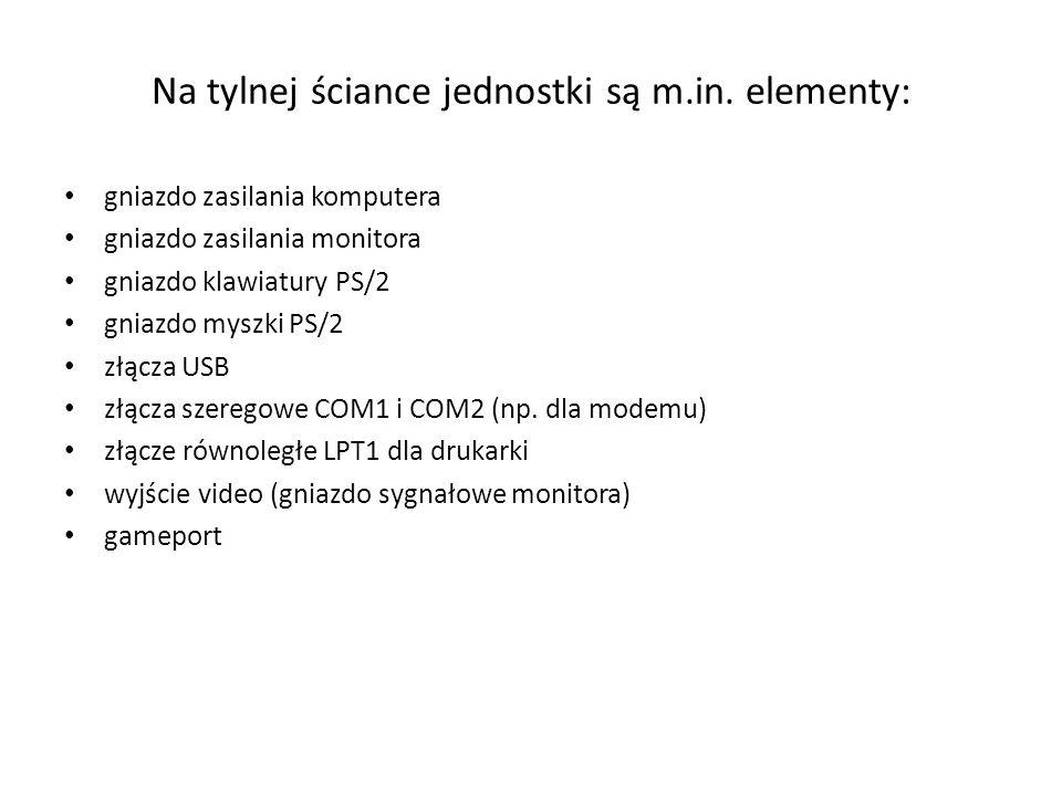 Na tylnej ściance jednostki są m.in. elementy: