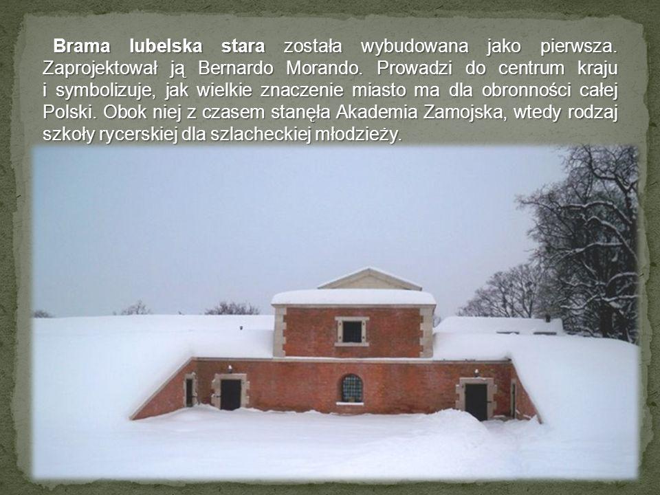Brama lubelska stara została wybudowana jako pierwsza