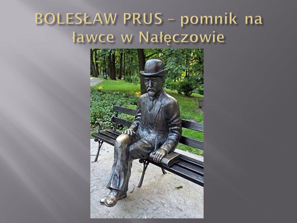 BOLESŁAW PRUS – pomnik na ławce w Nałęczowie