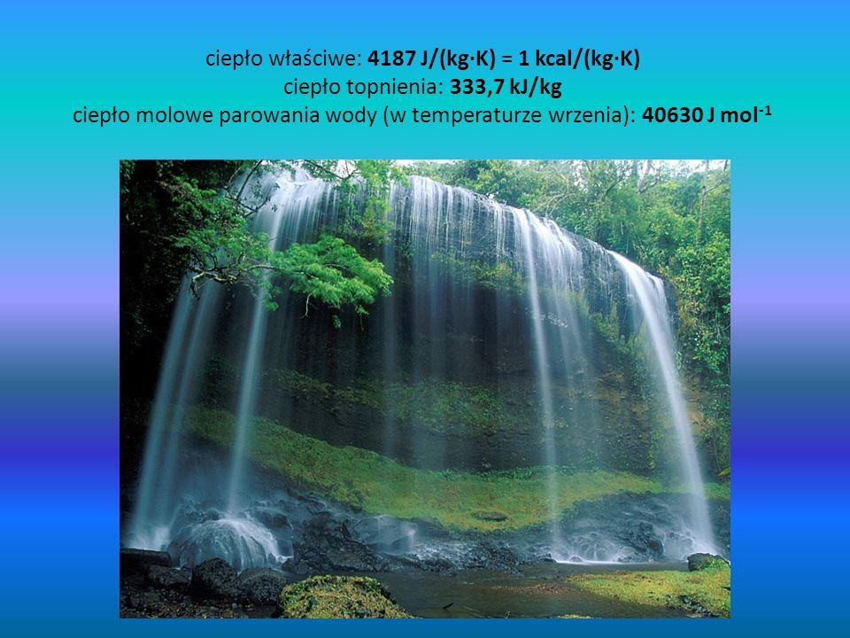 ciepło właściwe: 4187 J/(kg·K) = 1 kcal/(kg·K) ciepło topnienia: 333,7 kJ/kg ciepło molowe parowania wody (w temperaturze wrzenia): 40630 J mol-1