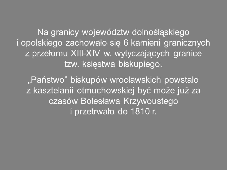 Na granicy województw dolnośląskiego i opolskiego zachowało się 6 kamieni granicznych z przełomu XIII-XIV w. wytyczających granice tzw. księstwa biskupiego.