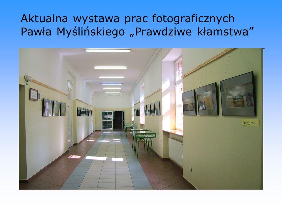 """Aktualna wystawa prac fotograficznych Pawła Myślińskiego """"Prawdziwe kłamstwa"""