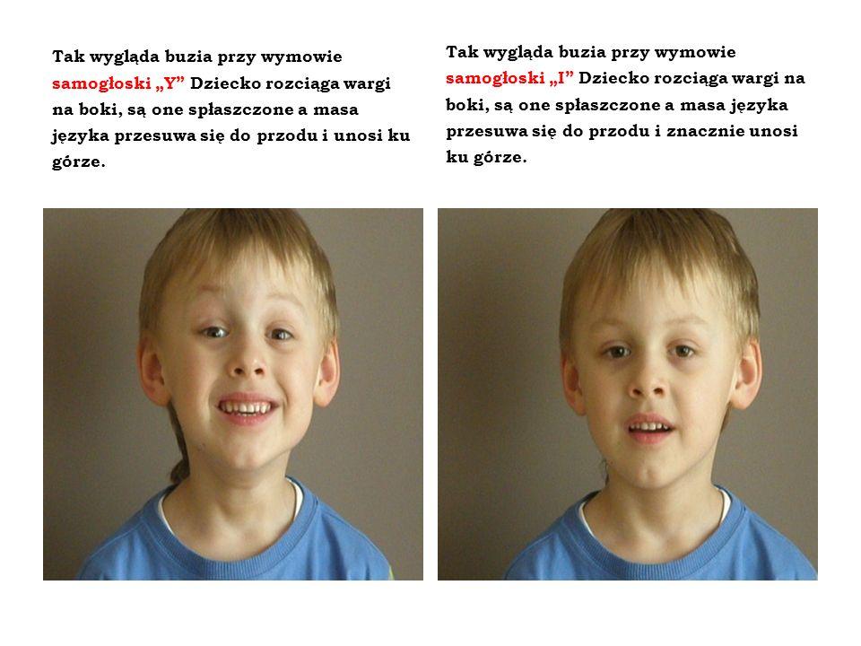 """Tak wygląda buzia przy wymowie samogłoski """"Y Dziecko rozciąga wargi na boki, są one spłaszczone a masa języka przesuwa się do przodu i unosi ku górze."""