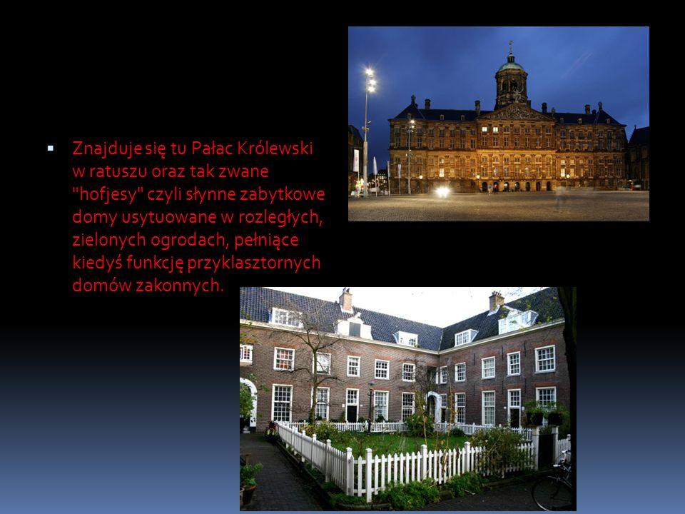 Znajduje się tu Pałac Królewski w ratuszu oraz tak zwane hofjesy czyli słynne zabytkowe domy usytuowane w rozległych, zielonych ogrodach, pełniące kiedyś funkcję przyklasztornych domów zakonnych.