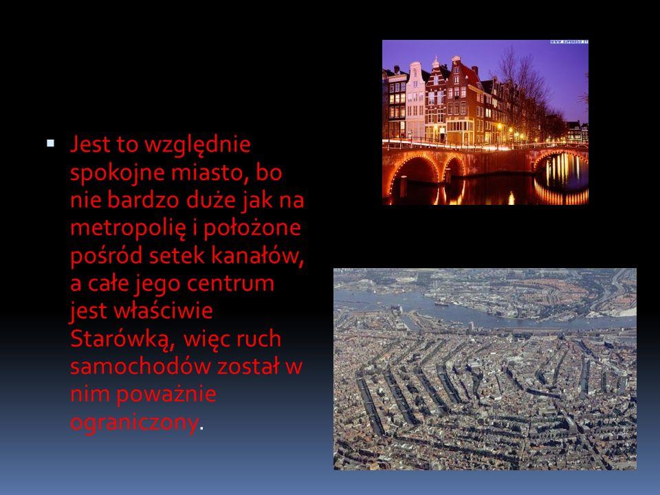 Jest to względnie spokojne miasto, bo nie bardzo duże jak na metropolię i położone pośród setek kanałów, a całe jego centrum jest właściwie Starówką, więc ruch samochodów został w nim poważnie ograniczony.