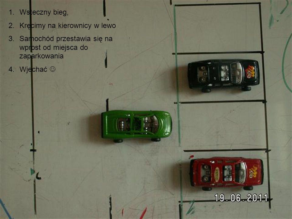 Wsteczny bieg, Kręcimy na kierownicy w lewo. Samochód przestawia się na wprost od miejsca do zaparkowania.