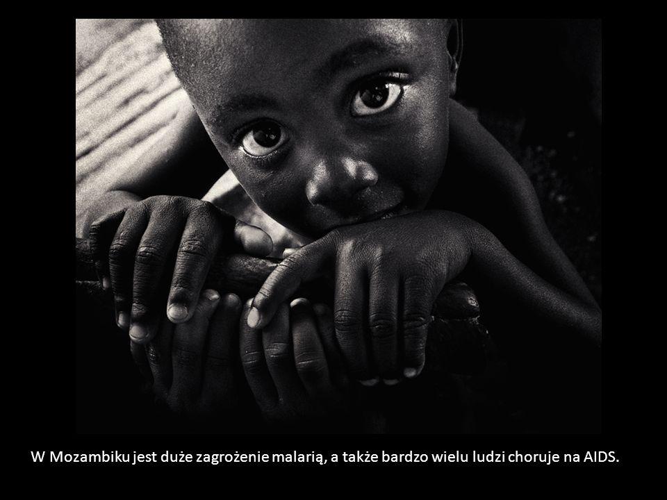 W Mozambiku jest duże zagrożenie malarią, a także bardzo wielu ludzi choruje na AIDS.