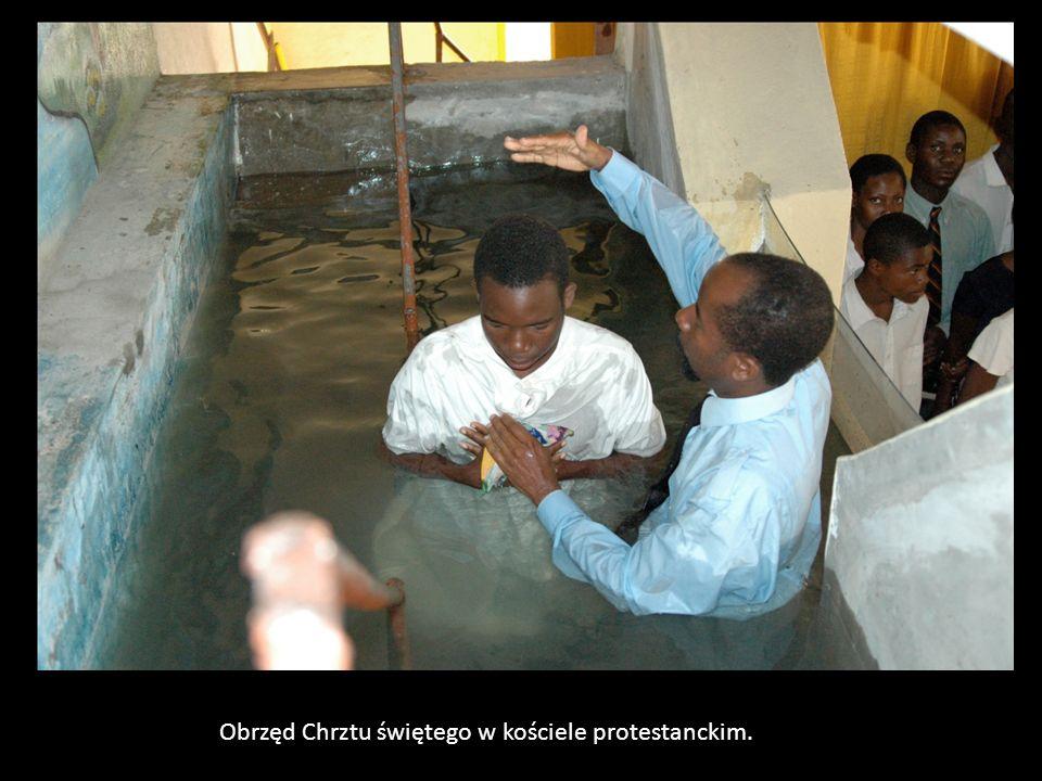 Obrzęd Chrztu świętego w kościele protestanckim.