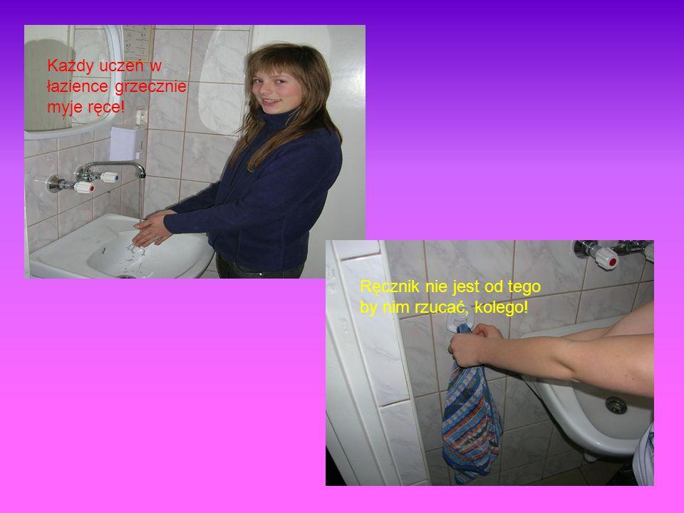Każdy uczeń w łazience grzecznie myje ręce!