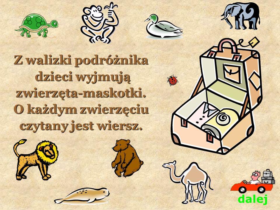 Z walizki podróżnika dzieci wyjmują zwierzęta-maskotki.