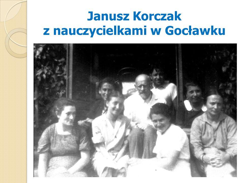 Janusz Korczak z nauczycielkami w Gocławku