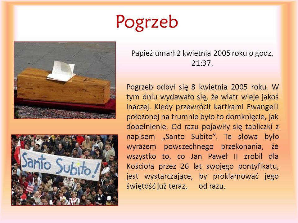 Papież umarł 2 kwietnia 2005 roku o godz. 21:37.