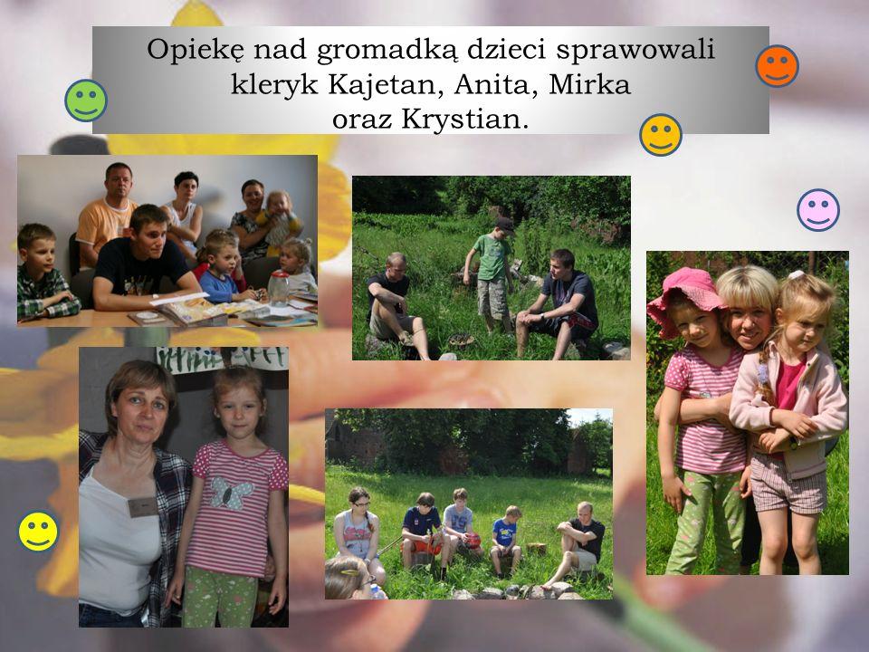 Opiekę nad gromadką dzieci sprawowali kleryk Kajetan, Anita, Mirka oraz Krystian.